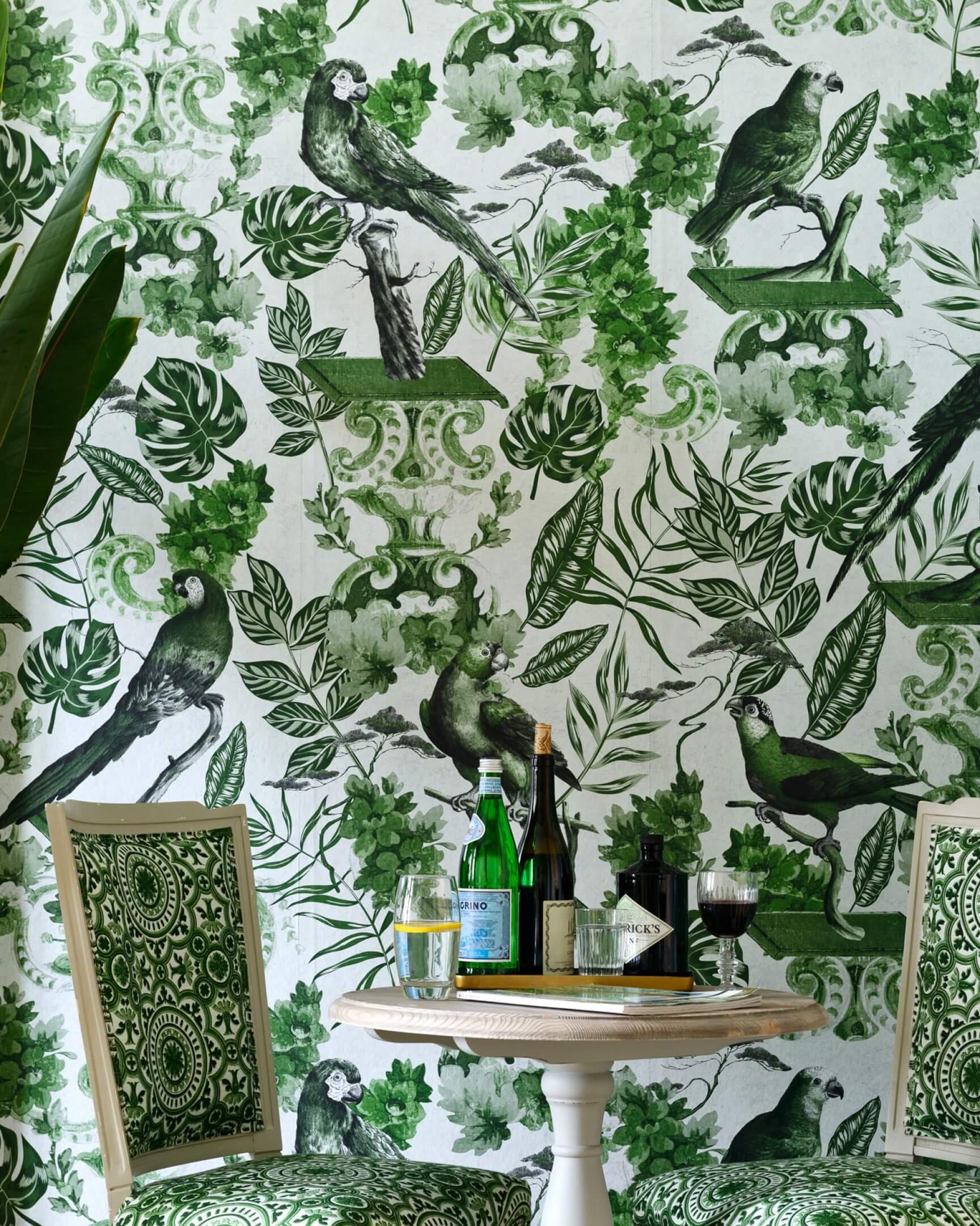 Tapeta z papugami i egzotyczną roślinnością Mind the Gap WP20438 La Voliere Green