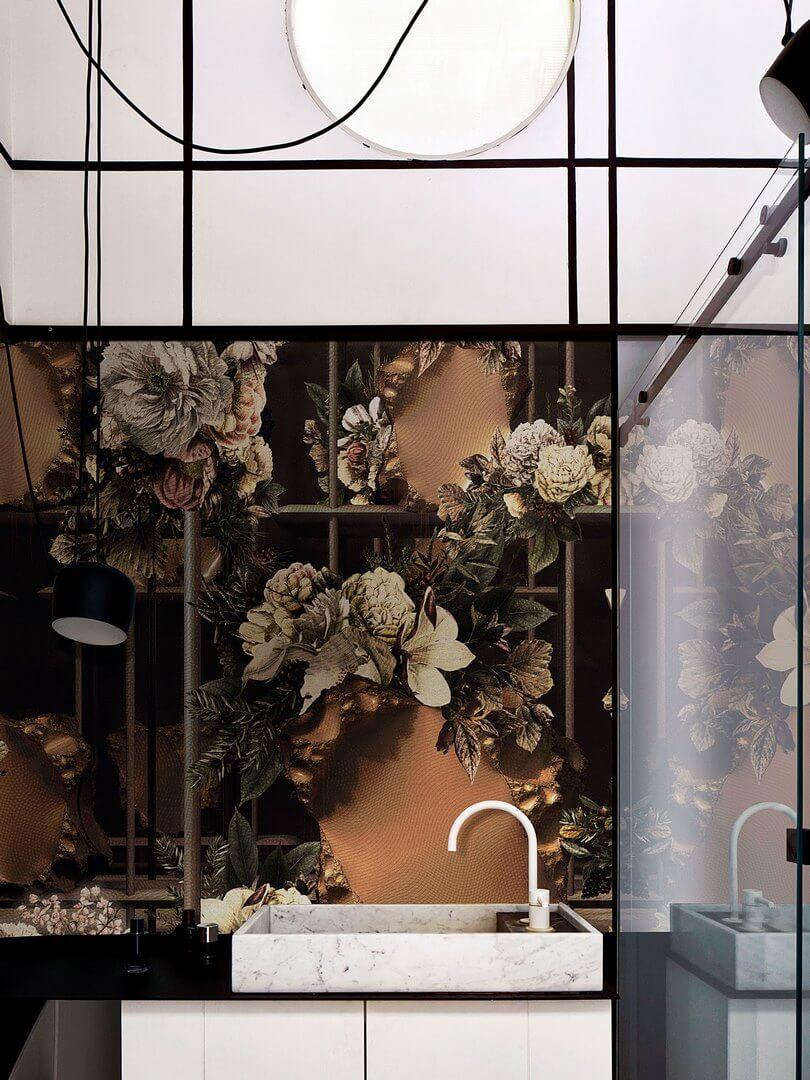 Fototapeta do łazienki w Kwiaty London Art 21046 01 Laboratorio 2020 Exclusive Wallpaper 2021